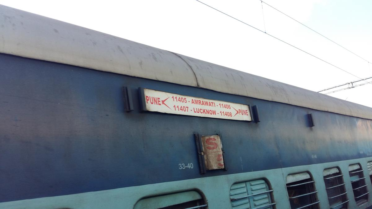 pune lucknow train